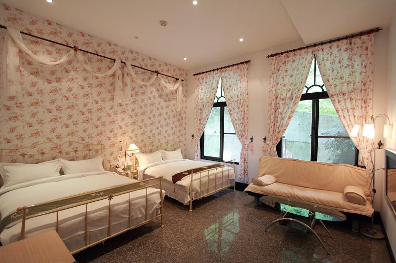玫瑰山景家庭房